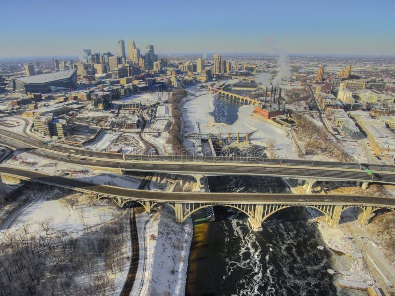 Flyg- sikt av den Minneapolis horisonten under vinter royaltyfria bilder