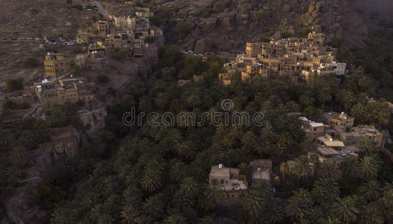 Flyg- sikt av den Misfat alAbriyeen byn arkivbilder