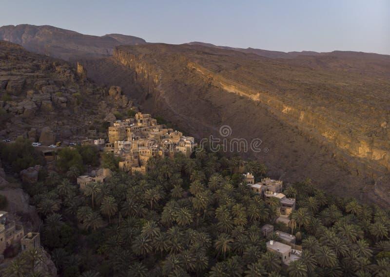 Flyg- sikt av den Misfat alAbriyeen byn fotografering för bildbyråer