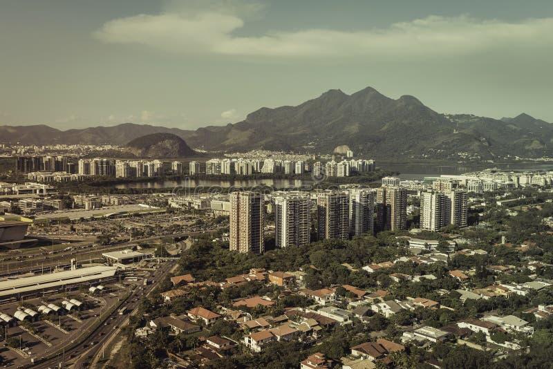 Flyg- sikt av den moderna brasilianska staden fotografering för bildbyråer