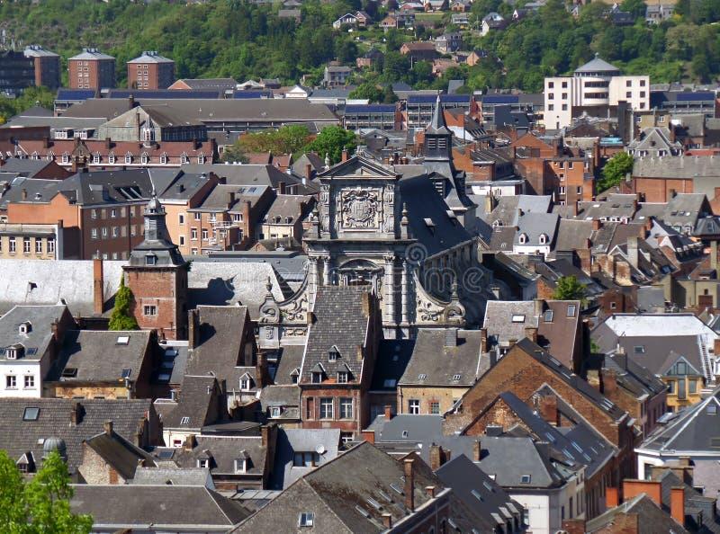 Flyg- sikt av den Namur staden med den härliga fasaden av den Saint Loup kyrkan, Belgien royaltyfria bilder