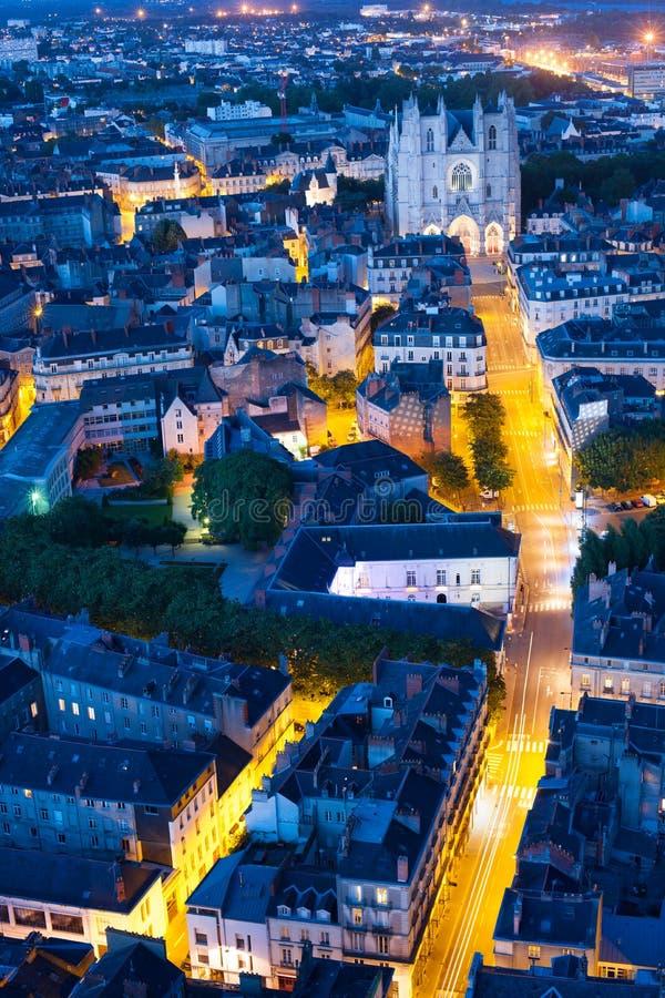 Flyg- sikt av den Nantes staden på natten royaltyfria foton