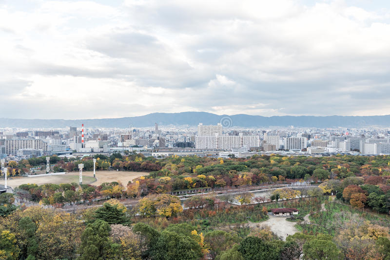 Flyg- sikt av den Osaka staden i höst, Kansai, Japan arkivbild