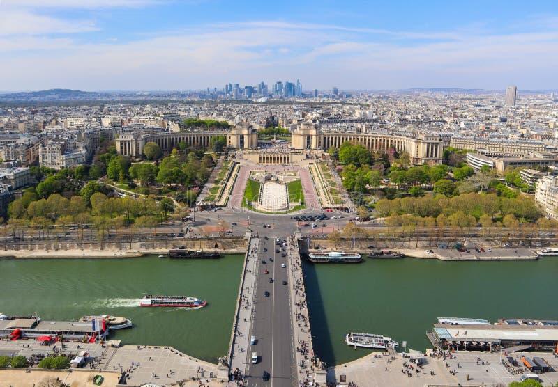 Flyg- sikt av den Paris staden och Seine River fr?n Eiffeltorn france April 2019 arkivbild
