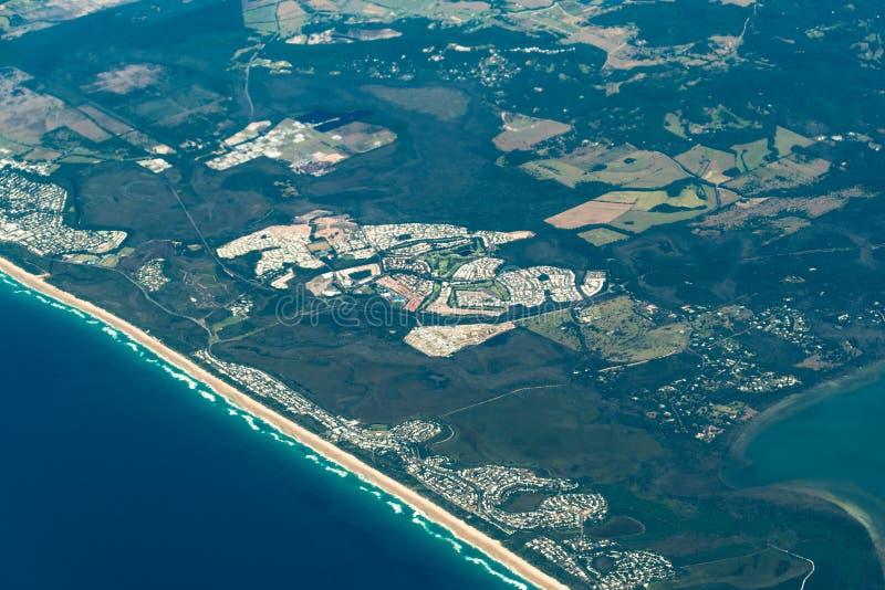 Flyg- sikt av den Peregian stranden, solskenkust, Australien arkivfoton