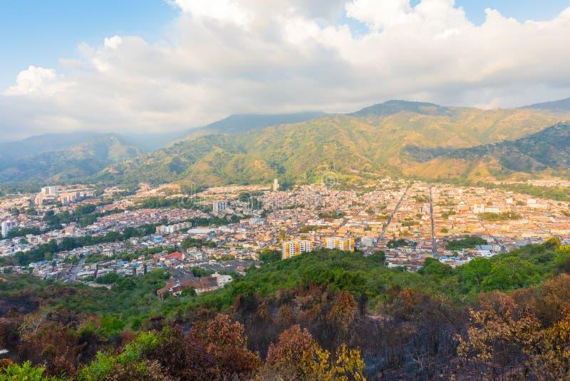 Flyg- sikt av den Piedecuesta staden Colombia royaltyfri bild