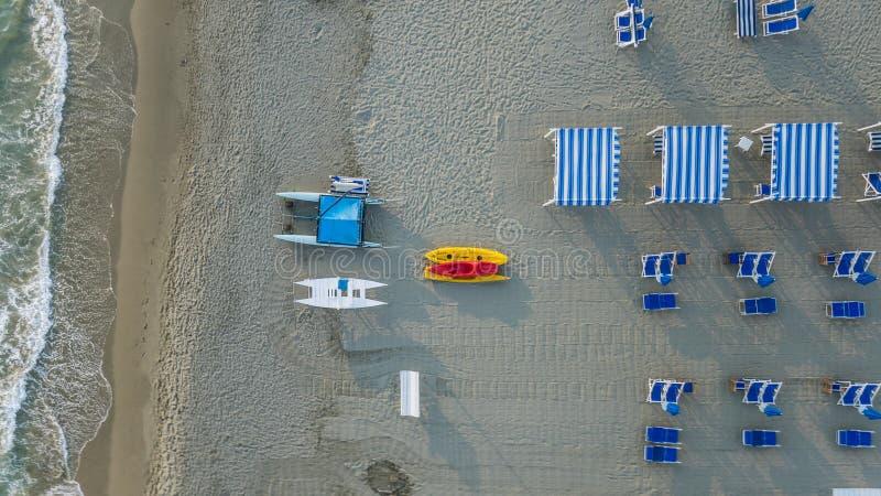 Flyg- sikt av den privata stranden royaltyfria foton