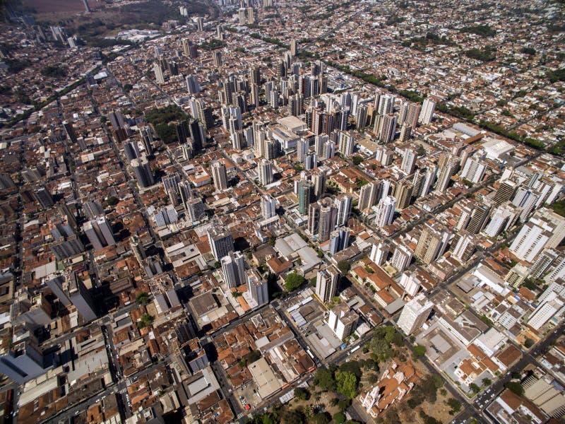 Flyg- sikt av den Ribeirao Preto staden i Sao Paulo, Brasilien royaltyfria foton