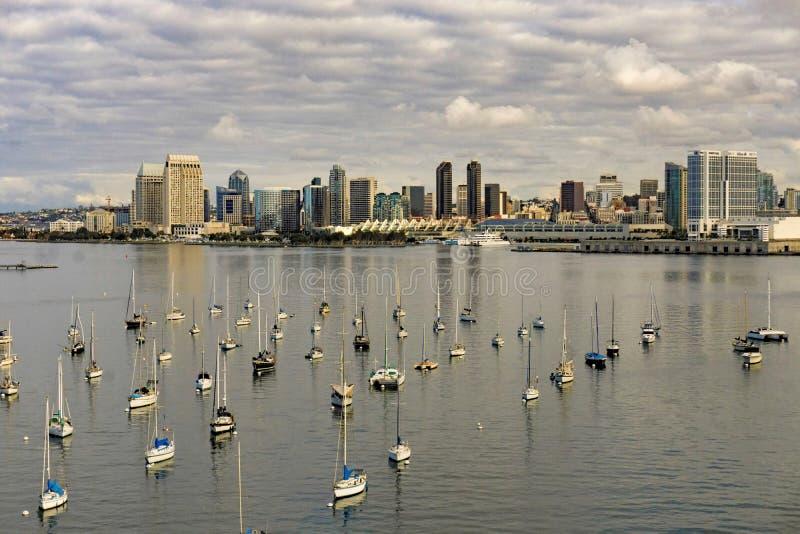 Flyg- sikt av den San Diego fartyghamnen och staden arkivbild