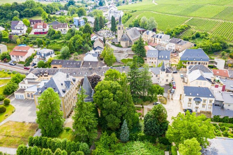 Flyg- sikt av den Schengen staden över floden Moselle, Luxembourg, var undertecknad Schengen överenskommelse Tripoint av gränser, arkivfoton
