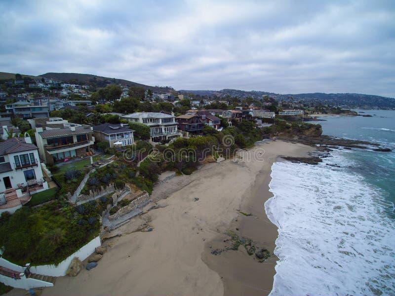 Flyg- sikt av den Shaws lilla viken, Laguna Beach, Kalifornien arkivfoton