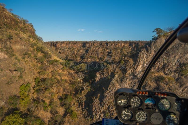 Flyg- sikt av den solbelysta sänkan i kanjon arkivbilder