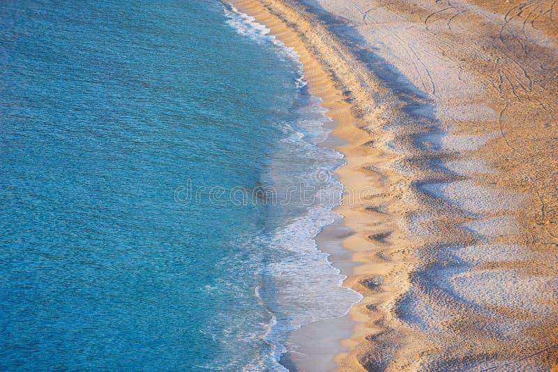 Flyg- sikt av den tomma Oludeniz stranden royaltyfri fotografi