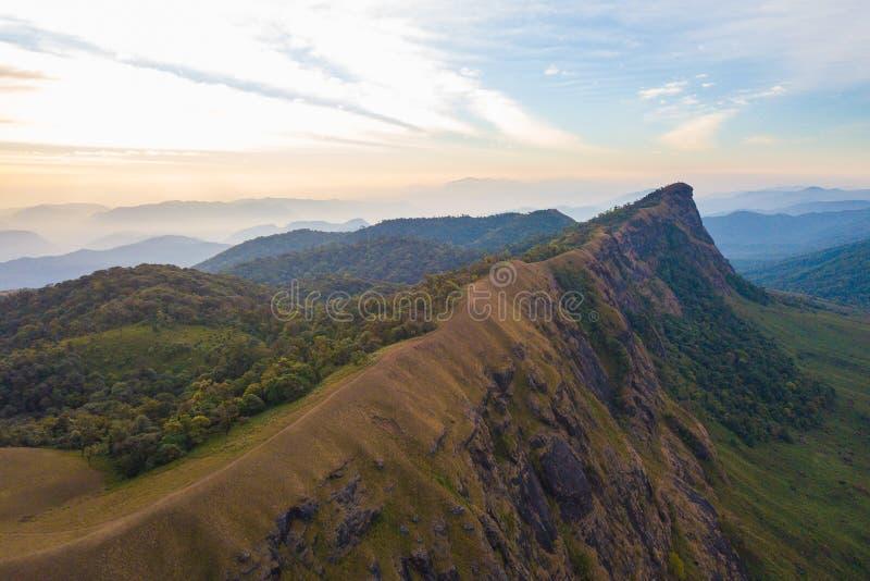 Flyg- sikt av det berömda Doi Monjong berget, Chiang Mai, Thailand royaltyfria foton