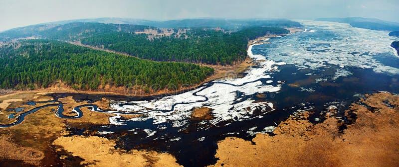 Flyg- sikt av det härliga naturlandskapet i Sibirien royaltyfria bilder