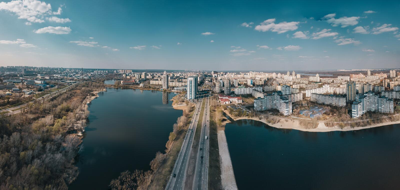 Flyg- sikt av det Obolon området, Kyiv, Ukraina royaltyfria bilder