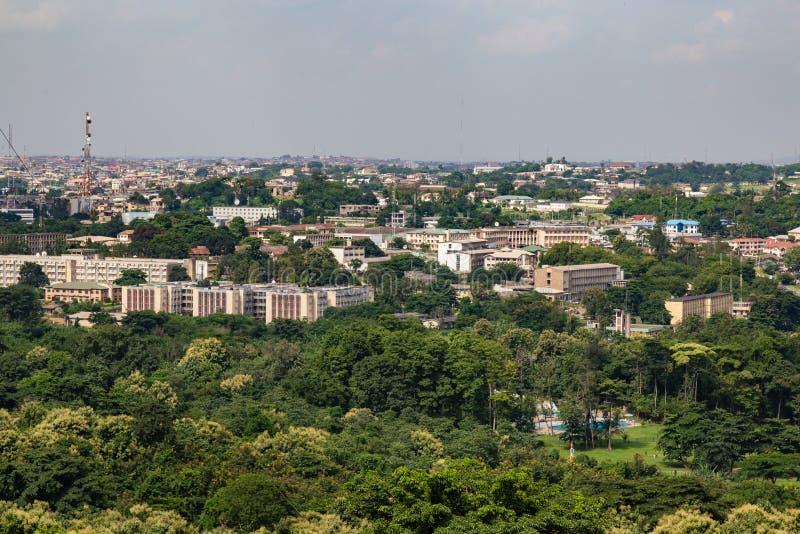 Flyg- sikt av det Oyo delstatsregeringsekretariatet Ibadan Nigeria royaltyfria bilder