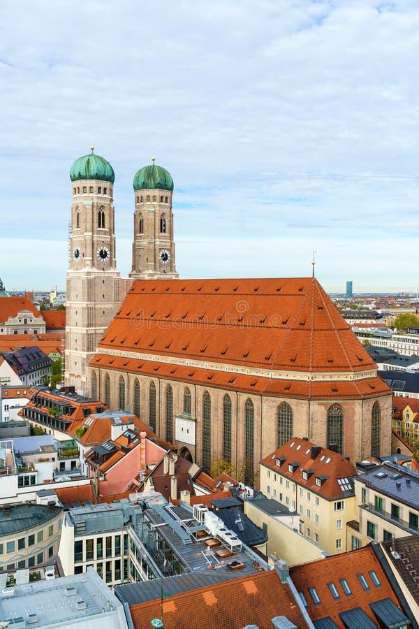 Flyg- sikt av domkyrkan av vår kära dam, Frauenkirchen i M royaltyfri fotografi