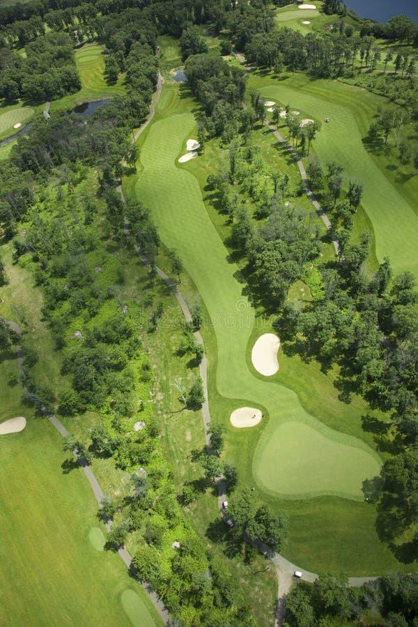 Flyg- sikt av en golfbana royaltyfria foton