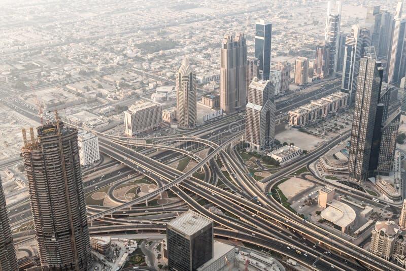Flyg- sikt av en huvudväggenomskärning i Dubai, enig arab Emirat arkivbild