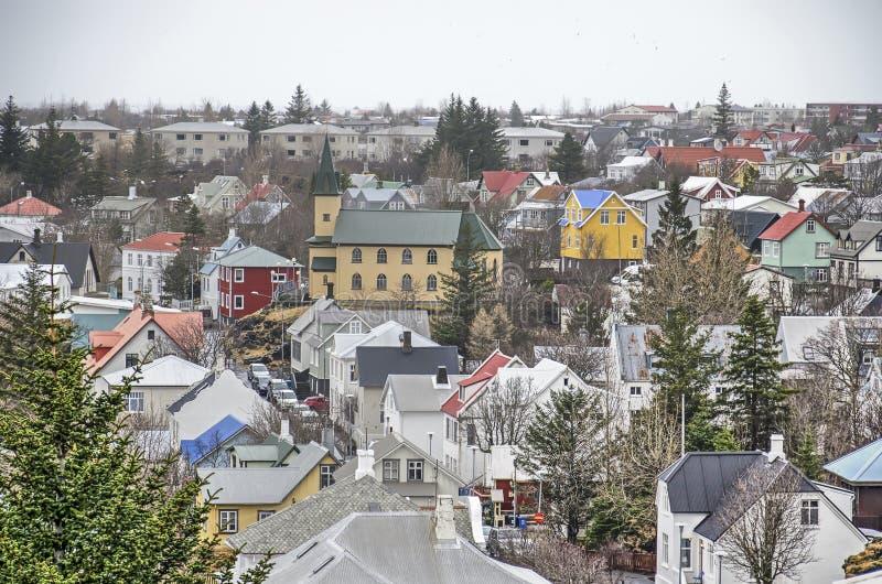 Flyg- sikt av en isländsk stad royaltyfri foto