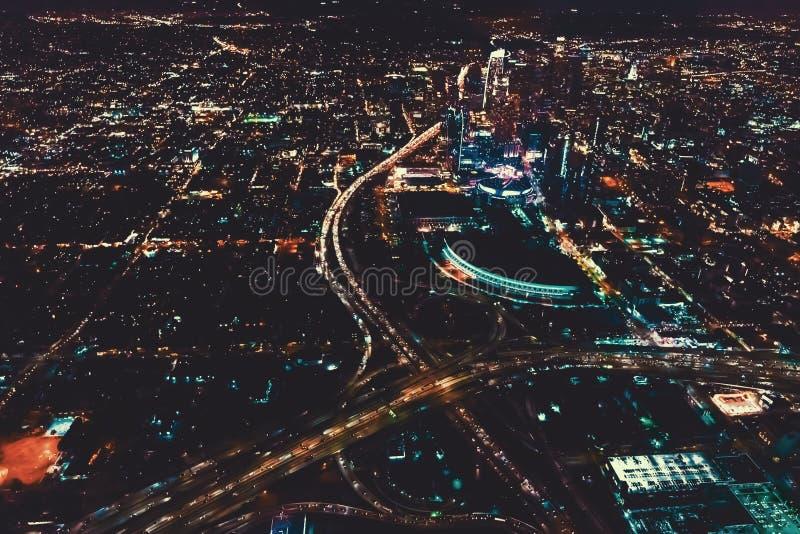 Flyg- sikt av en massiv huvudväg i Los Angeles arkivbilder