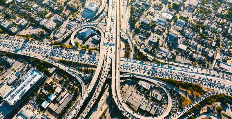 Flyg- sikt av en massiv huvudväggenomskärning i LA arkivbilder