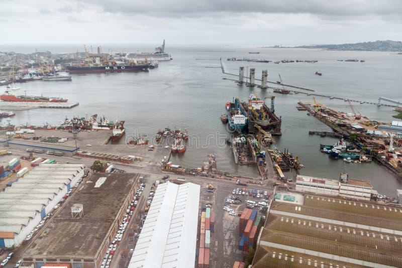 Flyg- sikt av en port i Montevideo arkivfoto
