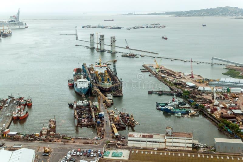 Flyg- sikt av en port i Montevideo royaltyfria bilder
