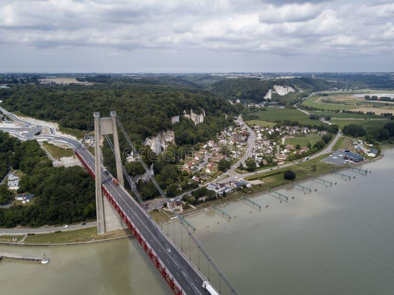 Flyg- sikt av en Tancarville stad, Frankrike royaltyfri fotografi