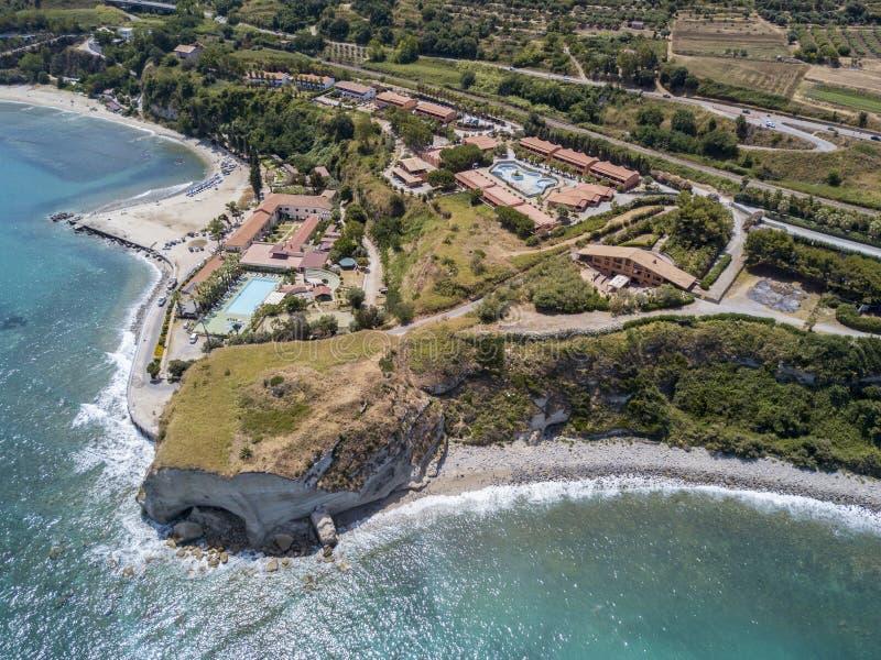 Flyg- sikt av en udde, Sant ` Irene, Briatico, Calabria italy fotografering för bildbyråer