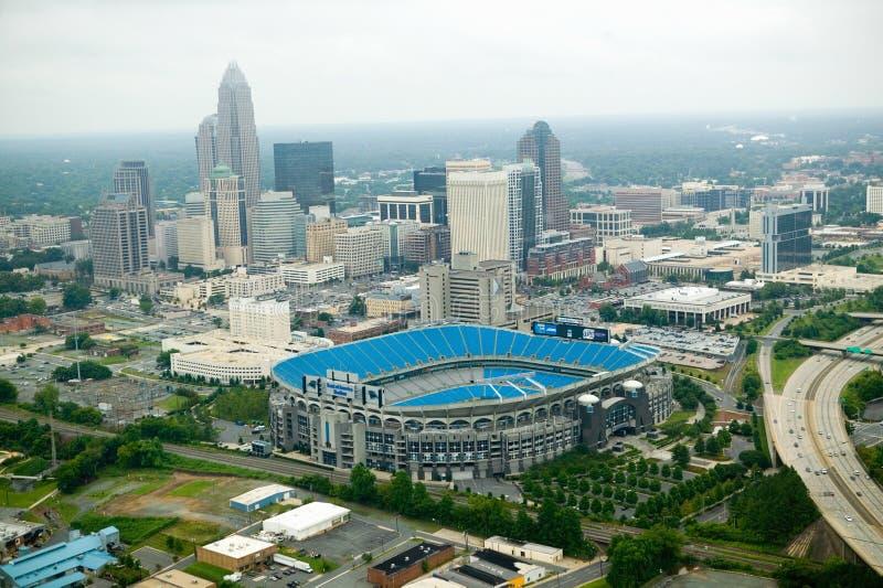 Flyg- sikt av Ericcson stadion och Charlotte, NC fotografering för bildbyråer