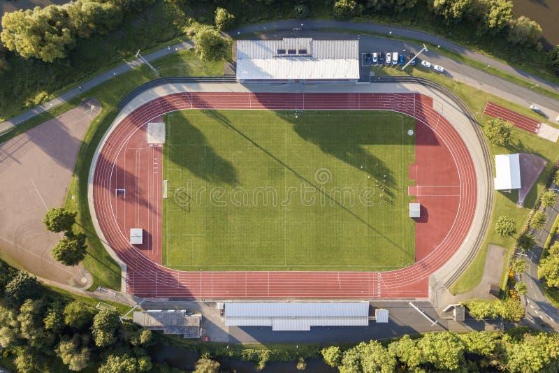 Flyg- sikt av ett fotbollfält royaltyfria foton