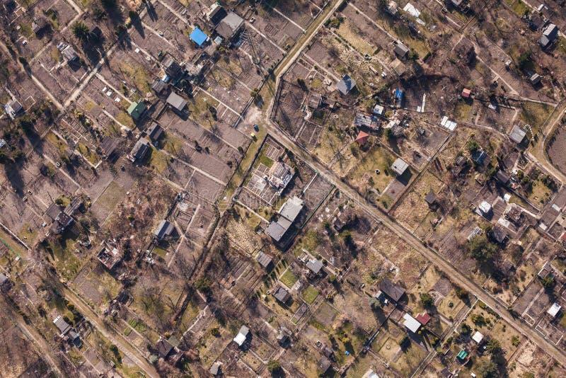Flyg- sikt av ett stadsträdgårdområde arkivfoto