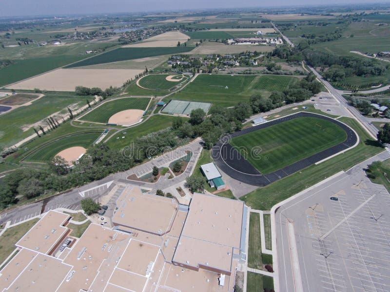 Flyg- sikt av fält för Niwot högstadiumsportar fotografering för bildbyråer