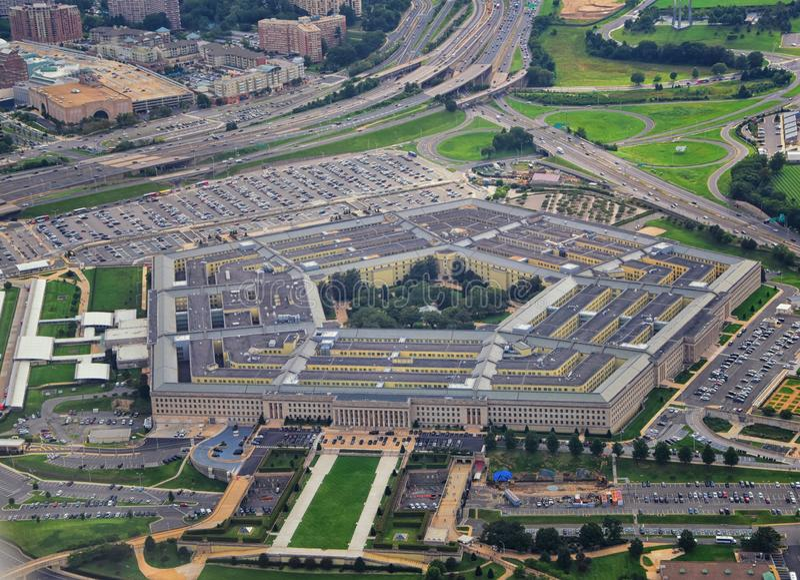 Flyg- sikt av Förenta staternaPentagon, försvarsdepartementhögkvarteren i Arlington, Virginia, nära Washington DC, med arkivfoto