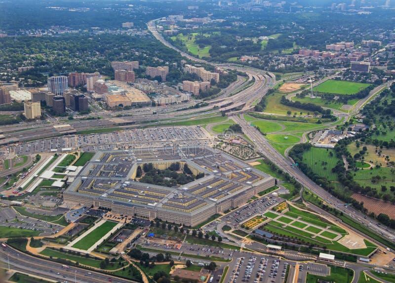 Flyg- sikt av Förenta staternaPentagon, försvarsdepartementhögkvarteren i Arlington, Virginia, nära Washington DC, med royaltyfri foto