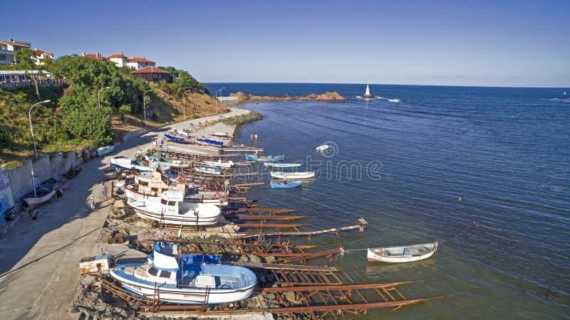 Flyg- sikt av fartyg i Black Sea, Ahtopol, Bulgarien royaltyfri foto