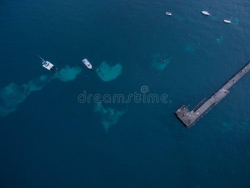 Flyg- sikt av Flinderspir med förtöjde fartyg Melbourne Austr royaltyfri fotografi