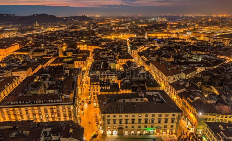 Flyg- sikt av Florence på natten arkivbilder