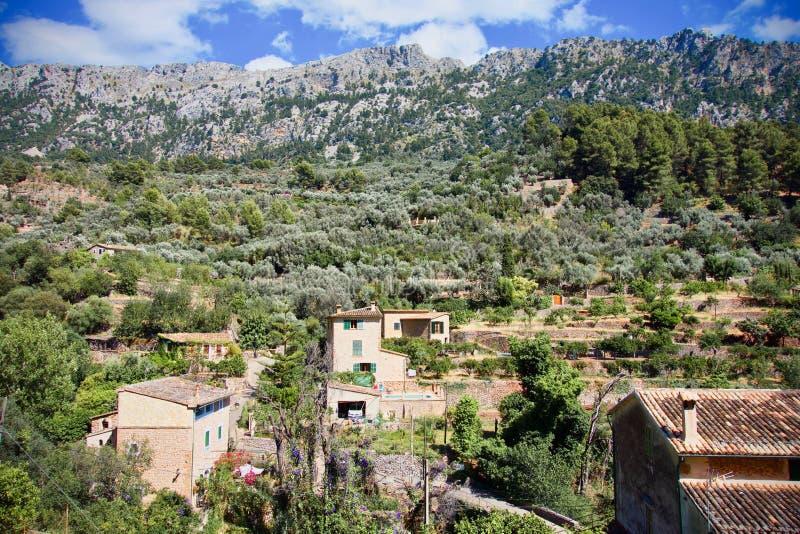 Flyg- sikt av Fornalutx tak, Mallorca, Spanien arkivbilder