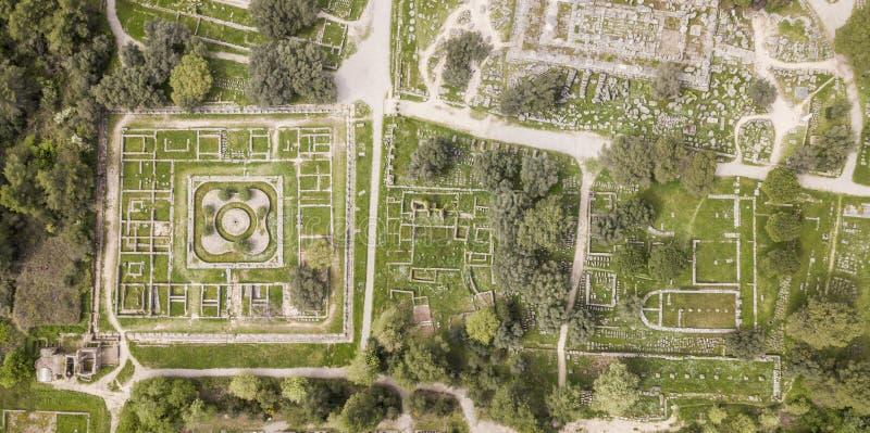 Flyg- sikt av forntida Olympia, en fristad i Elis på den Peloponnese halvön royaltyfria foton