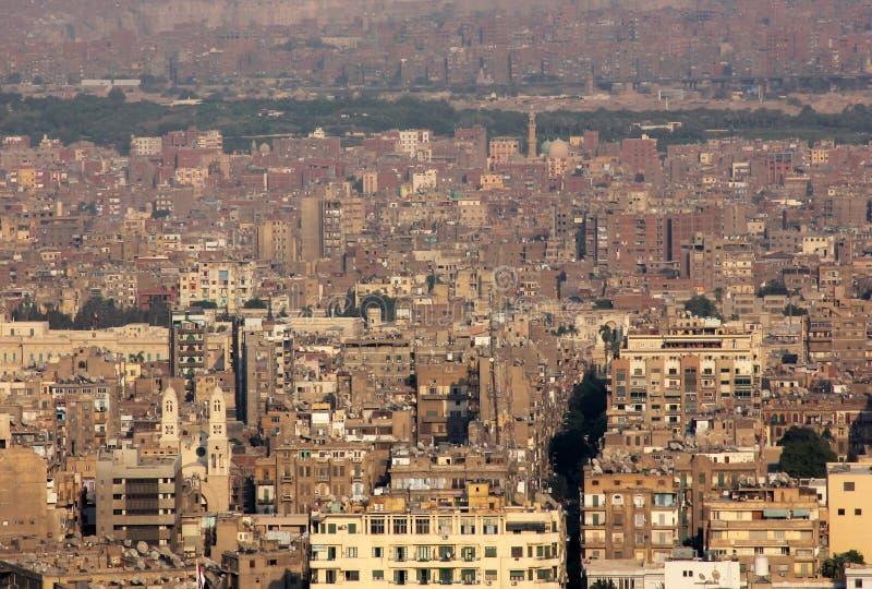 flyg- sikt av fullsatta cairo i Egypten i africa arkivfoton