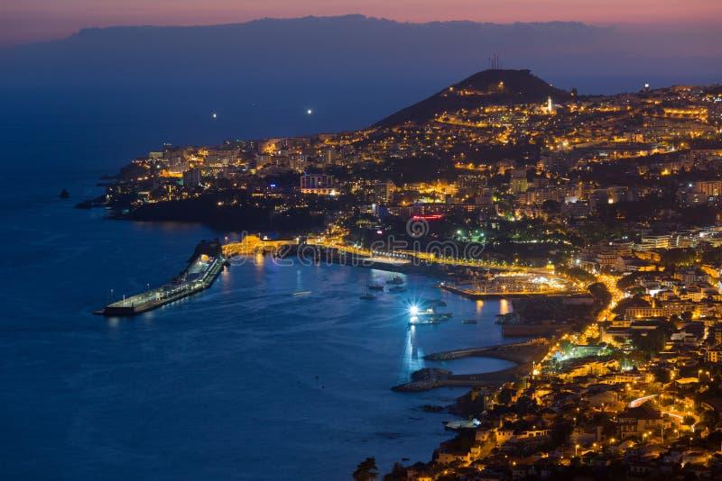 Flyg- sikt av Funchal vid natt, madeiraö fotografering för bildbyråer