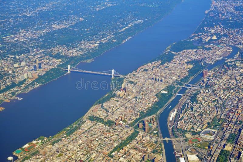 Flyg- sikt av George Washington Bridge mellan New York och nytt - ärmlös tröja arkivfoton