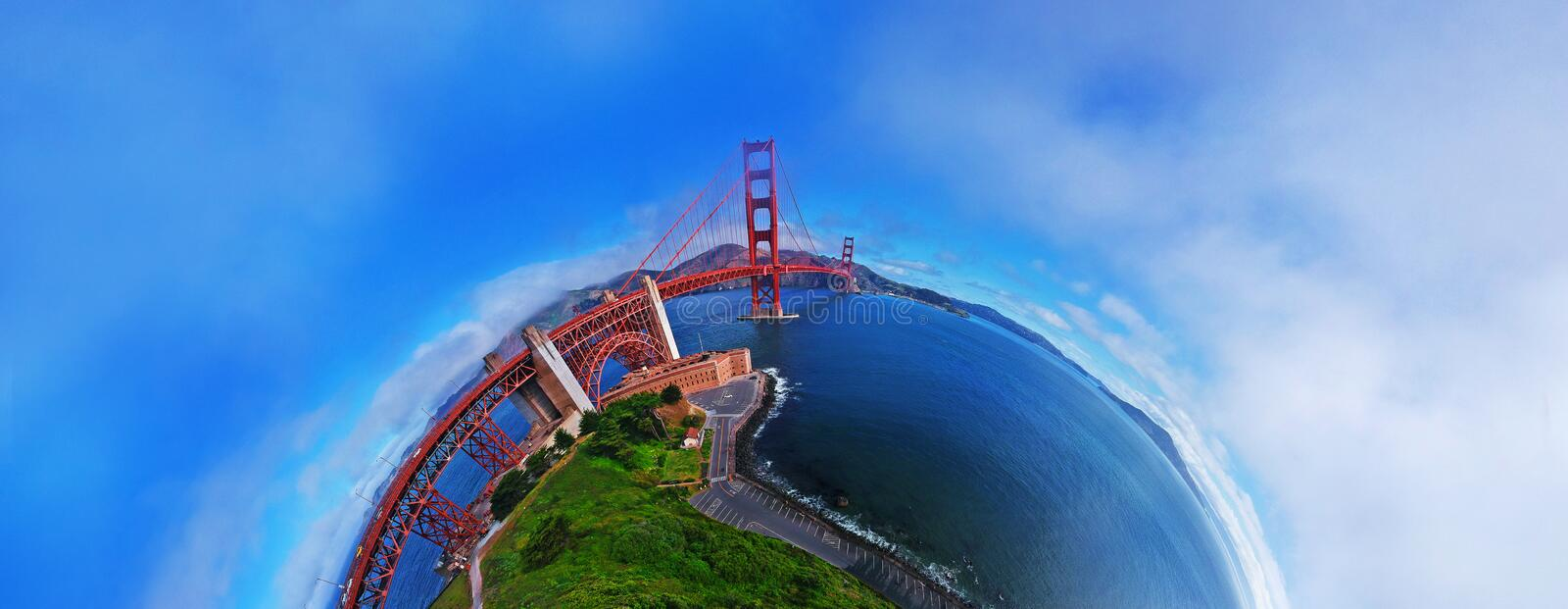 Flyg- sikt av Golden gate bridge i San Francisco, Kalifornien SURRSKOTT, PLANETPANORAMA 180 GRADER royaltyfri fotografi