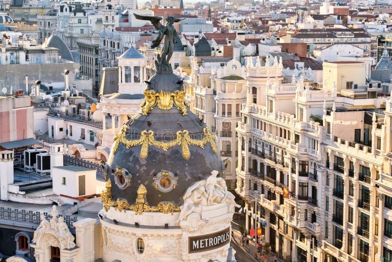 Flyg- sikt av Gran via i Madrid på solnedgången royaltyfri bild