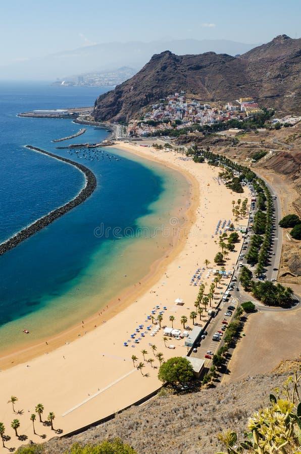 Flyg- sikt av härliga strändernas Las Teresitas ', Kommun Santa Cruz de Tenerife, Tenerife, kanariefågelöar, Spanien royaltyfri foto