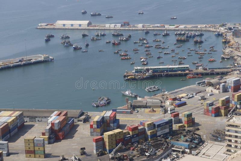 Flyg- sikt av havsporten av den Arica staden, Chile royaltyfri foto