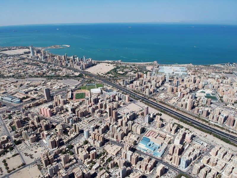Flyg- sikt av Hawalli Kuwait på en härlig sommardag arkivbild
